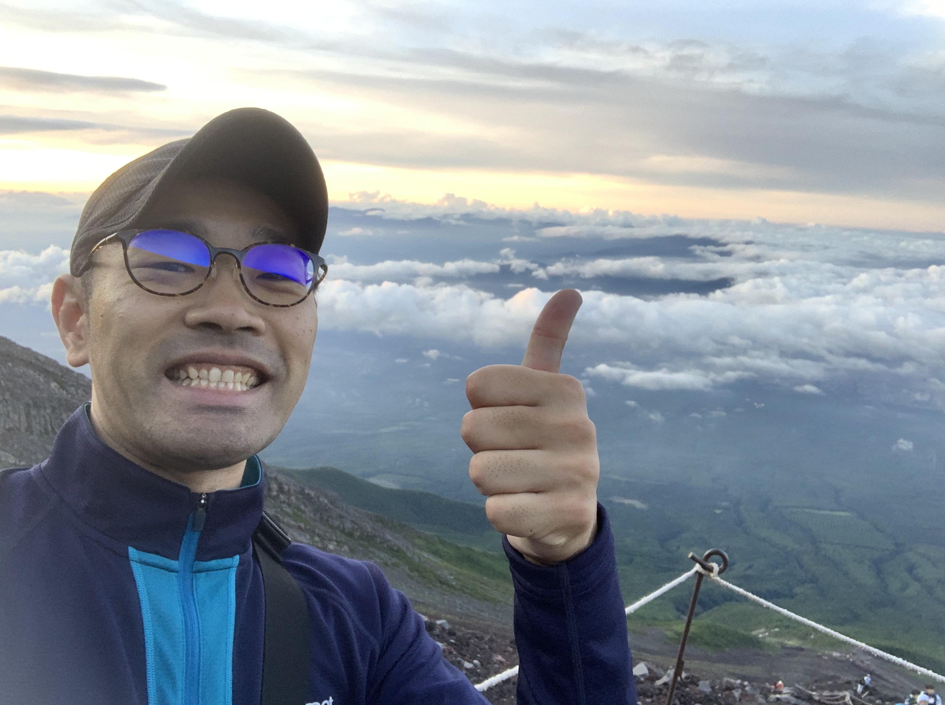 富士山に登頂中